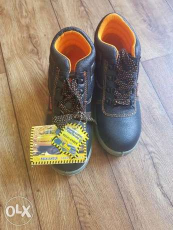 Safety shoes brand new size 42
