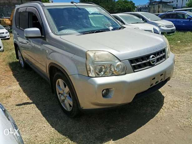 With leather seats Nissan Xtrail 2010 model. KCP number Mombasa Island - image 3