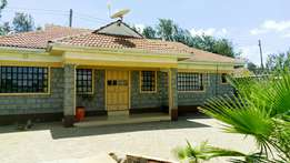 3bedroom house opposite the Smith Hotel,master ensuite with cabrowork