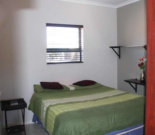 Roomy, modern 1-bedroom apartment in TABLE VIEW, unfurnished. Table View - image 4