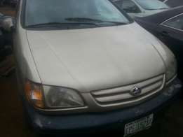 2002 toyota sienna first body