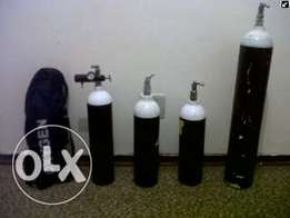4x Medical Oxygen Cylinders + regulator + travel bag.