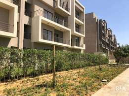 apartment with garden Resale at fifth square فيفث سكويرالمراسم