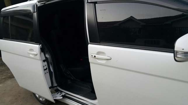 Clean Toyota isis up for sale Ridgeways - image 5