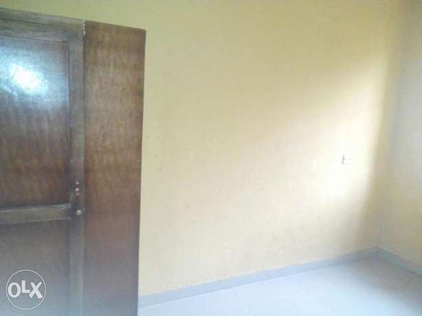 To Let: Clean 3 Bedroom Flat at IREWOLEDE area Ilorin West - image 6