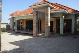 A 4bedrooms,3bathroom and 2 extra rooms house on sale in kira at 630m