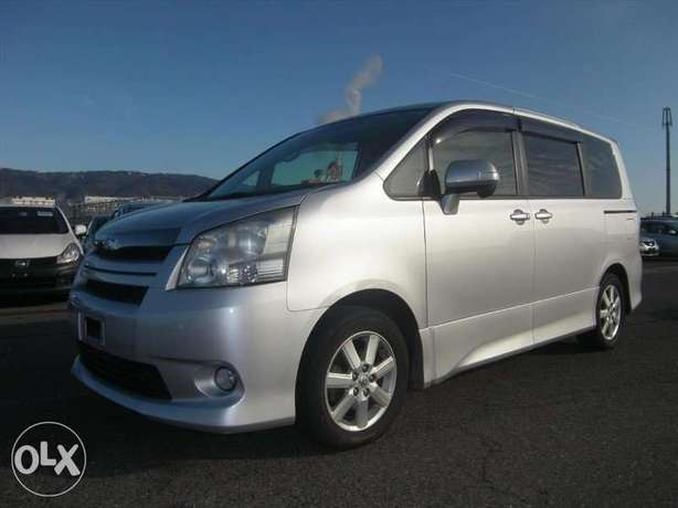 Toyota Noah Si Year 2010 Model Automatic 7 Seater Valvematic Silver Nairobi West - image 1