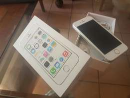 iphone 5s with box and accessories