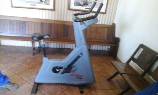 Used Life Fitness Exercise Bike for sale Heidelberg - image 4