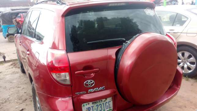Extremely sound and neat 2007 RAV4 with factory chilling AC Warri South - image 1