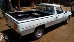 Peugeot 504 pickup in excellent condition.