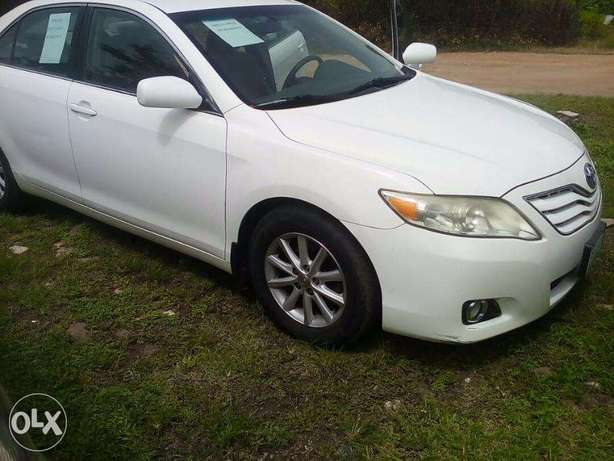 super clean toyota camry that will pass for a belgium Central Business District - image 1