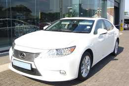 2015 Lexus ES250 White with 25600km