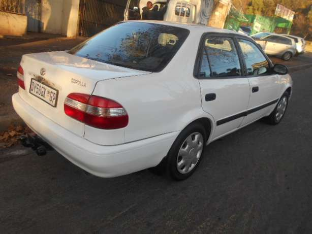 2001 White Toyota Corolla Crystal Lite 1.6 for sale Johannesburg - image 4