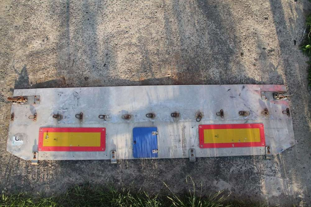 Trailer Zadniy Bort Fasteners For Semi - 2003