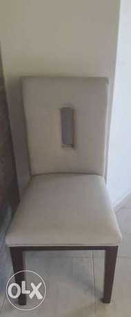 4 chairs for sale for 400,000L.L. ذوق مصبح -  3