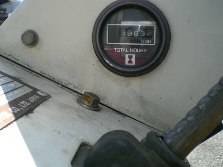Nissan Datsun () F01 A14U Gasstapler - image 6