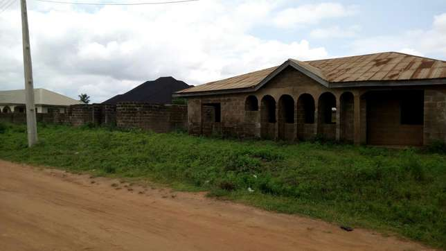 3 plots of land with structures on it for sale Ilorin West - image 1