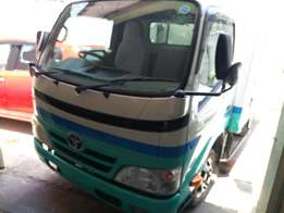 Toyota dyna diesel manual carried upto 4 tones with 6 tyre wl & fridge