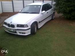 E36 328 stripping for spares