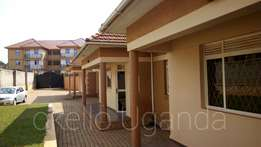 Outstanding detached 2 bedroom house at 600k