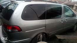 2002 very very sound Toyota sienna with factory chiling AC
