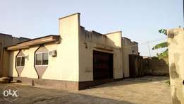 3 bedroom flat at Olunloyo to let