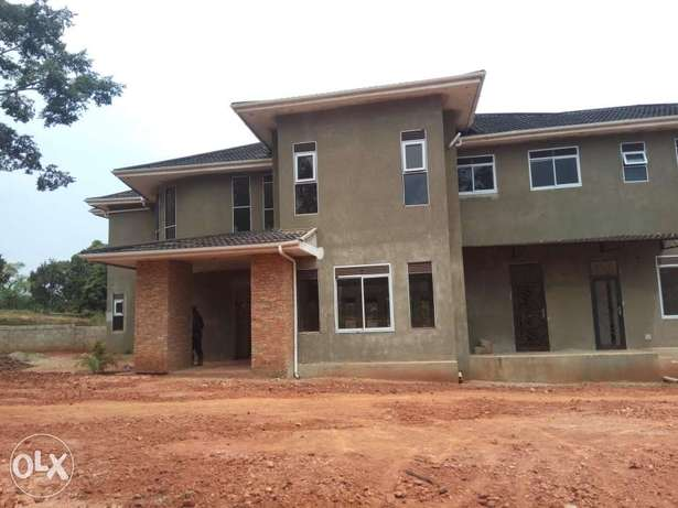 Naguru,palace for sale at 870,000$ when fully complete Kampala - image 1
