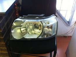 2 x Freelander 2 iridium headlight. Left front x 2. R5000 each NEG