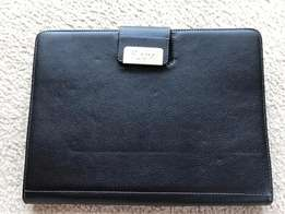 iPad Keyboard / Leather Folder (iLuv)