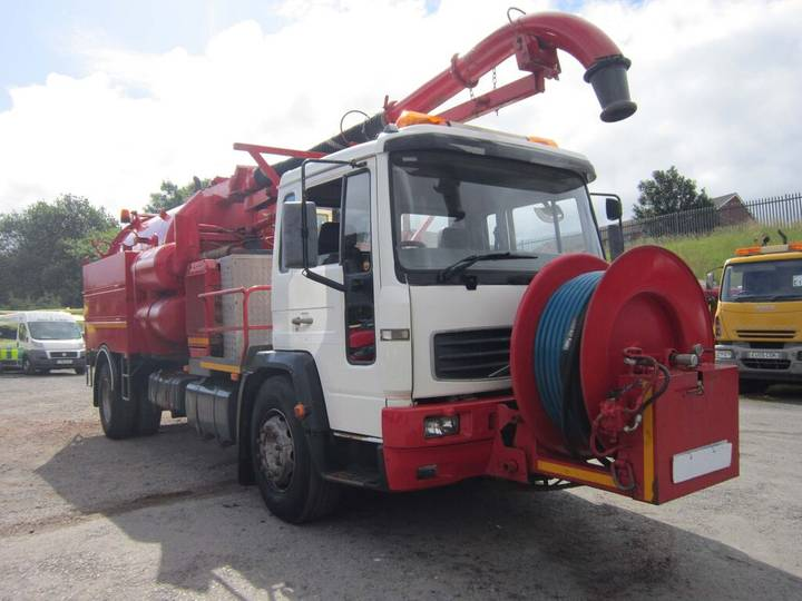 Volvo FL6 4X2 18TON VACTOR GULLEY C/W FRONT MOUNTED JETTER (GUIDE - 2019
