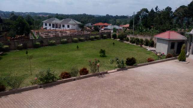 5bedrooms 5bathroom stand alone in Namugongo at 2m on half acre Kampala - image 3