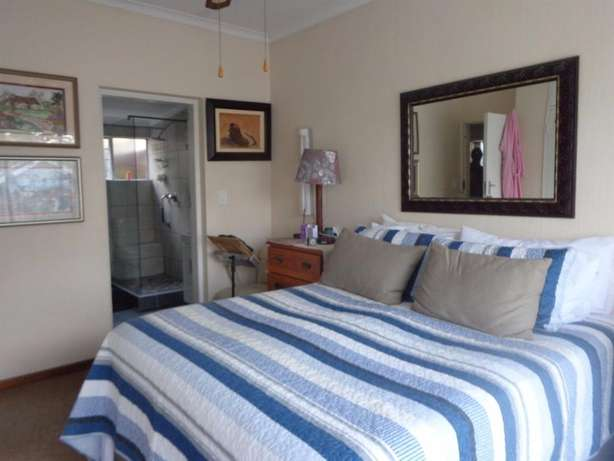 Spacious three bedroom townhouse up for sale Sinoville - image 6