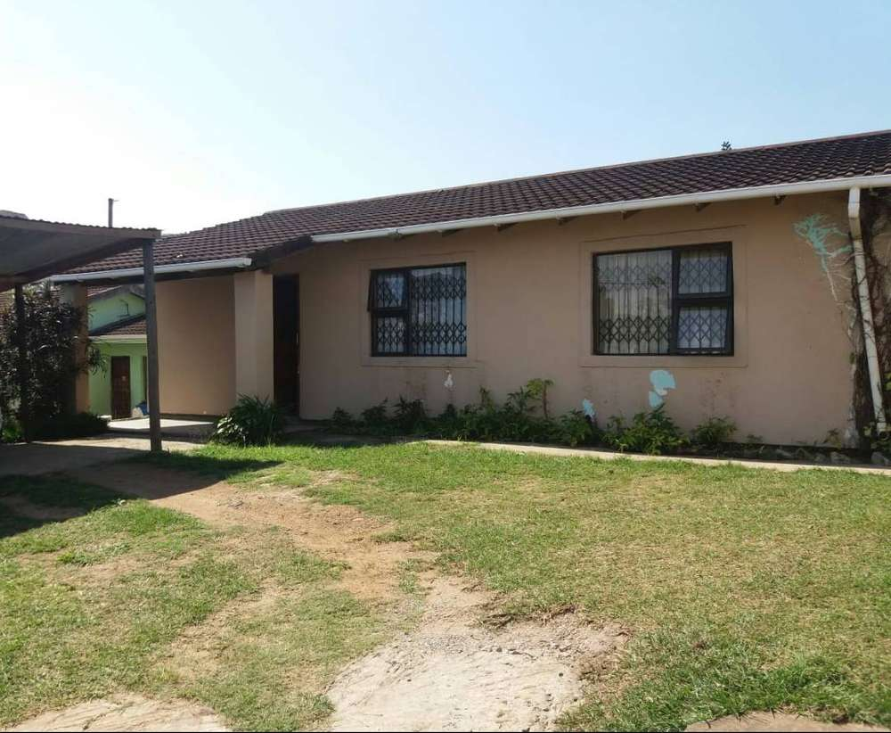 Mandeni kzn three bedroom outside building with 2rooms house for sale