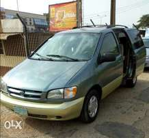 Toyota sienna 2000 good condition AC okay
