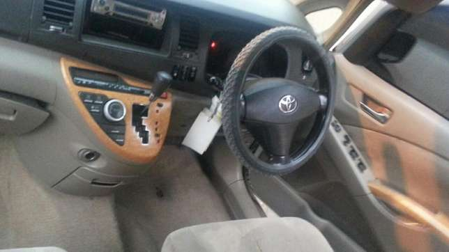2005 Toyota isis 2ltr auto.Trade in ok 590k Kilimani - image 4