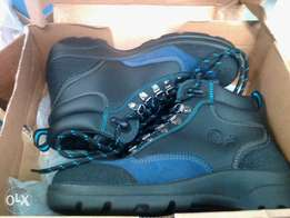 Brand new men's leather safety boots size 38