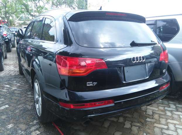 Black Q7,3600cc,Leather Seats,Back Camera,Dvd Player,Back Camera Nairobi CBD - image 5