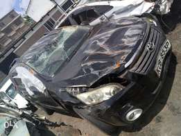 Toyota vanguard kCB with damaged bonnet and roof
