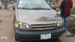 Niz carz, very clean neat and maintained Toyota sienna