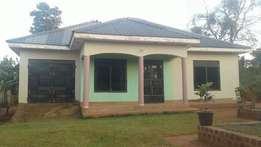 3bedrooms 2bathrooms on 60*100fts in Kyanja at ugx:150m