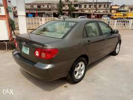 A clean and neatly used 2004 Toyota corolla, fabrics, ac chilling, cd.