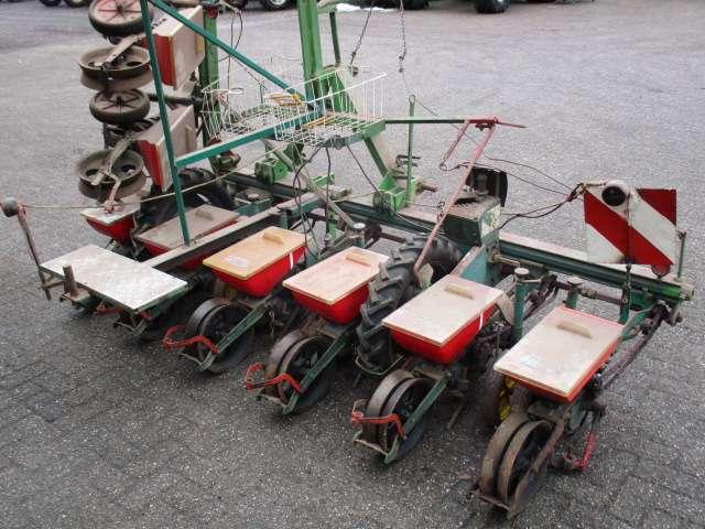 Monozentra  bieten zaaimachine 8 rijen