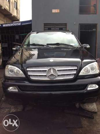 Tokunbo Mercedes Benz ML350 leather interior with 3 row sit Apapa - image 1