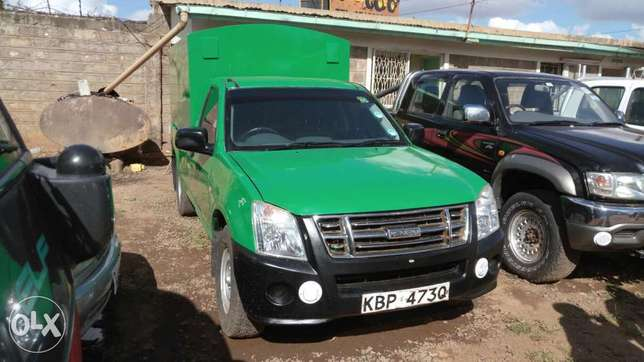 Very clean Isuzu D-max 2010 model. Muthaiga - image 1