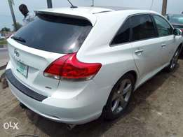 2010 venza white color with panoramic roof