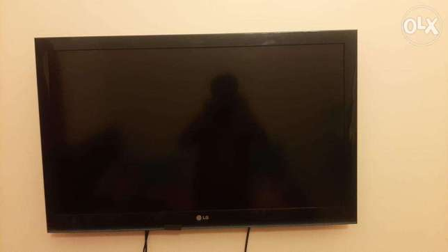 LG Tv for SALE- BHD-35/- 40 inch