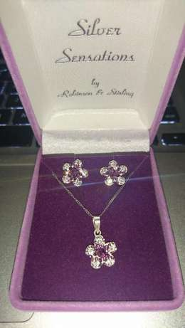 Silver Diamante Flower Earring and Necklace Gift Set For Sale Boksburg - image 1