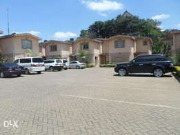 Town Hse 3bd all ensuite children play to let in kilimani