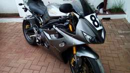 Triumph Daytona 675 complete with race or track day kit only 7800km
